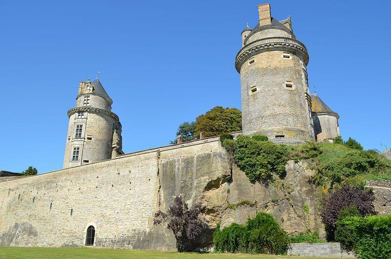 Apremont castle close to the Yelloh!Village La Pomme de Pin